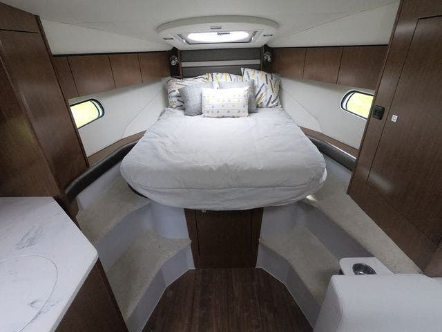 2021 Cruisers Yachts boat for sale, model of the boat is 35EXPRESS & Image # 22 of 23