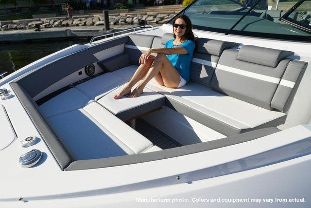 2021 Cruisers Yachts boat for sale, model of the boat is 38GLSOB & Image # 9 of 12