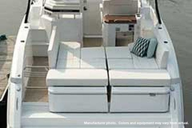 2021 Cruisers Yachts boat for sale, model of the boat is 390EXPRESSCOUPE & Image # 8 of 20