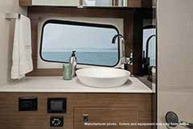 2021 Cruisers Yachts boat for sale, model of the boat is 390EXPRESSCOUPE & Image # 13 of 20