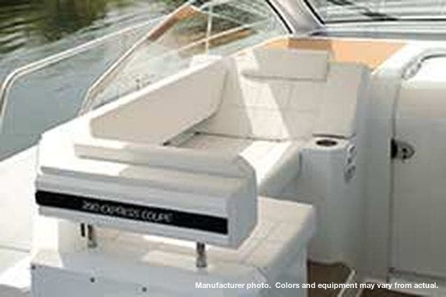 2021 Cruisers Yachts boat for sale, model of the boat is 390EXPRESSCOUPE & Image # 18 of 20