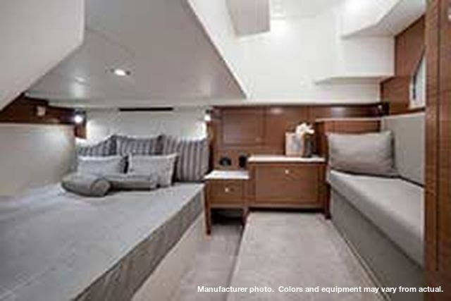 2021 Cruisers Yachts boat for sale, model of the boat is 390EXPRESSCOUPE & Image # 17 of 20