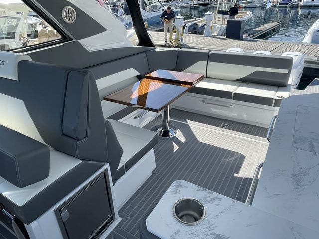 2021 Cruisers Yachts boat for sale, model of the boat is 42GLSOB & Image # 5 of 37