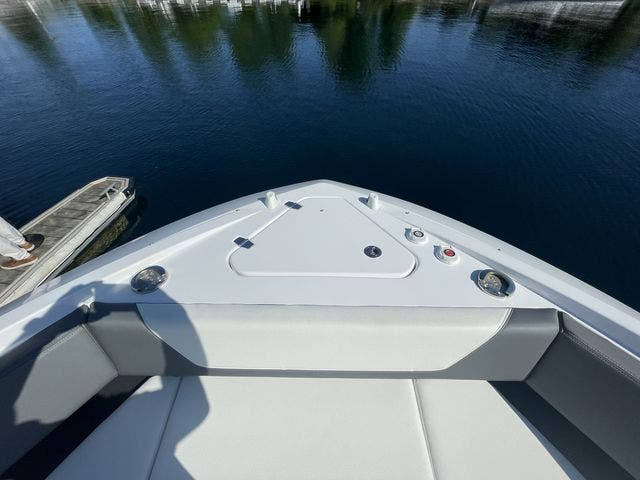 2021 Cruisers Yachts boat for sale, model of the boat is 42GLSOB & Image # 6 of 37