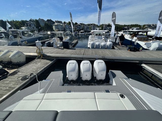 2021 Cruisers Yachts boat for sale, model of the boat is 42GLSOB & Image # 9 of 37