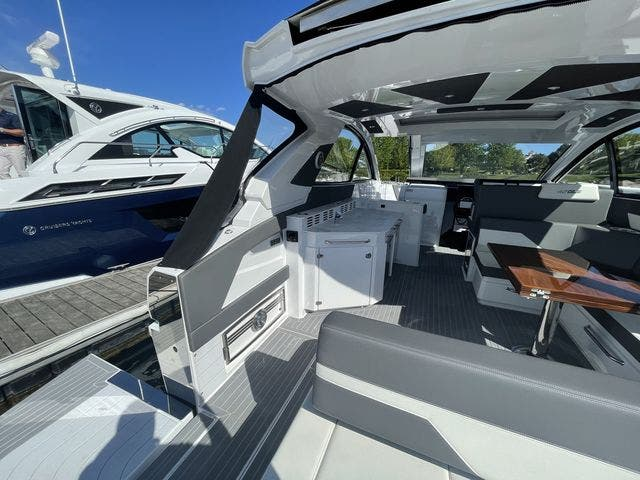 2021 Cruisers Yachts boat for sale, model of the boat is 42GLSOB & Image # 13 of 37