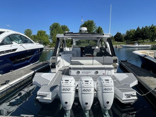 2021 Cruisers Yachts boat for sale, model of the boat is 42GLSOB & Image # 18 of 37