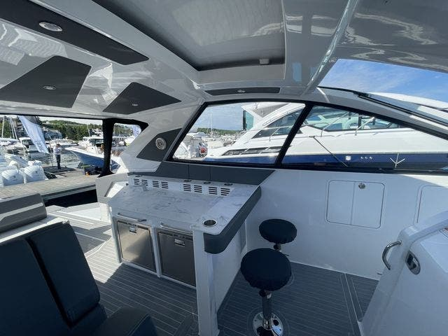 2021 Cruisers Yachts boat for sale, model of the boat is 42GLSOB & Image # 19 of 37