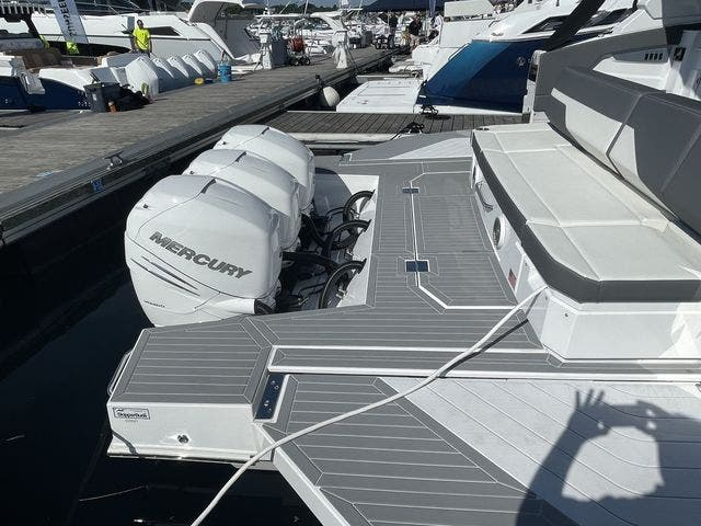 2021 Cruisers Yachts boat for sale, model of the boat is 42GLSOB & Image # 20 of 37