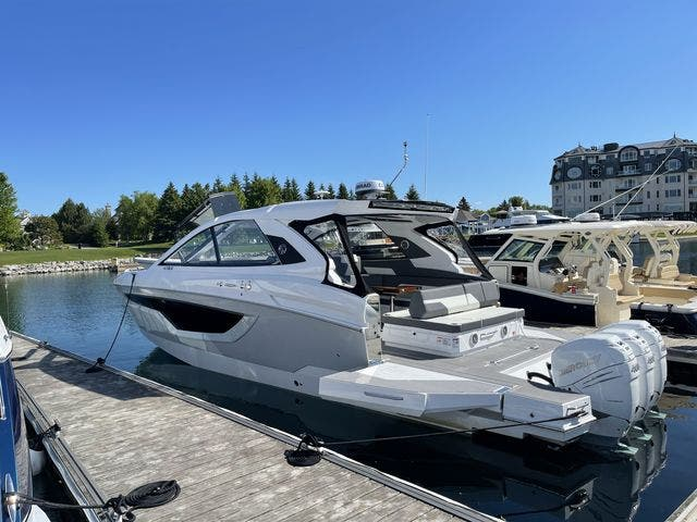 2021 Cruisers Yachts boat for sale, model of the boat is 42GLSOB & Image # 34 of 37