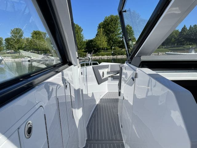 2021 Cruisers Yachts boat for sale, model of the boat is 42GLSOB & Image # 36 of 37