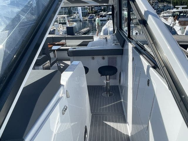 2021 Cruisers Yachts boat for sale, model of the boat is 42GLSOB & Image # 4 of 37