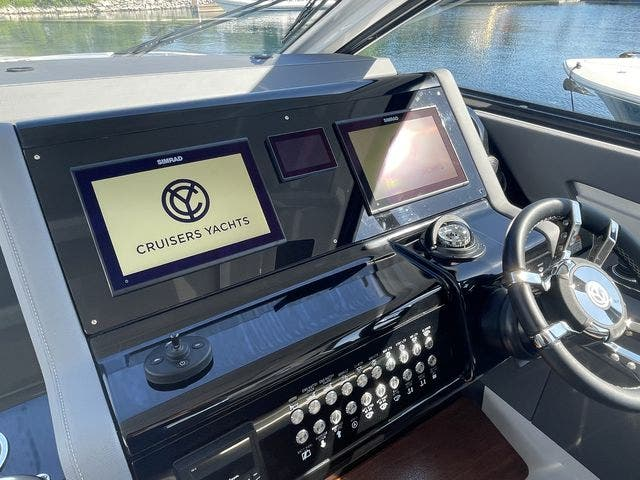 2021 Cruisers Yachts boat for sale, model of the boat is 42GLSOB & Image # 12 of 37
