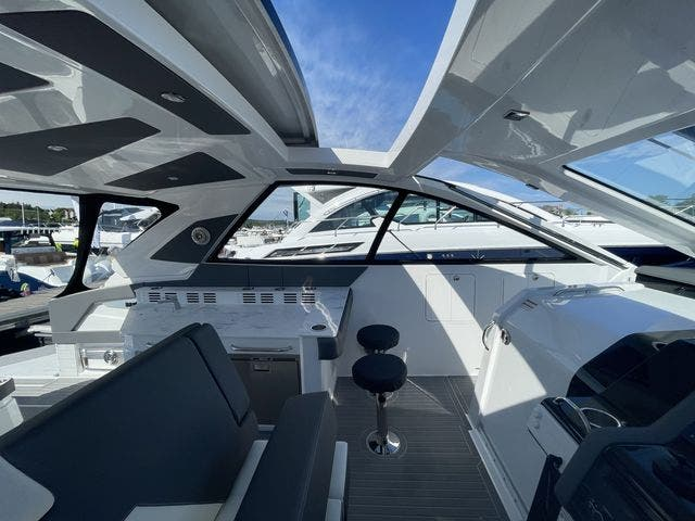 2021 Cruisers Yachts boat for sale, model of the boat is 42GLSOB & Image # 15 of 37