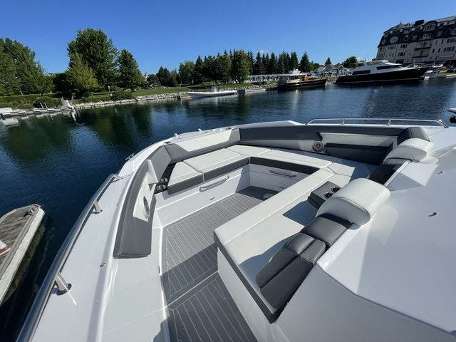 2021 Cruisers Yachts boat for sale, model of the boat is 42GLSOB & Image # 16 of 37