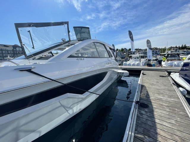 2021 Cruisers Yachts boat for sale, model of the boat is 42GLSOB & Image # 21 of 37