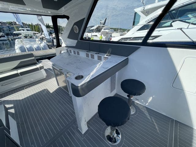 2021 Cruisers Yachts boat for sale, model of the boat is 42GLSOB & Image # 22 of 37