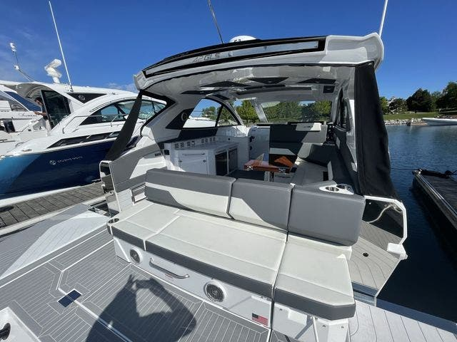 2021 Cruisers Yachts boat for sale, model of the boat is 42GLSOB & Image # 24 of 37