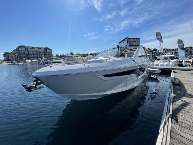 2021 Cruisers Yachts boat for sale, model of the boat is 42GLSOB & Image # 25 of 37