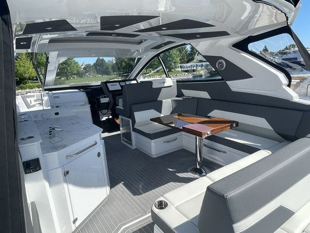 2021 Cruisers Yachts boat for sale, model of the boat is 42GLSOB & Image # 26 of 37