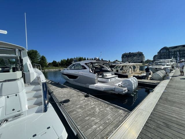2021 Cruisers Yachts boat for sale, model of the boat is 42GLSOB & Image # 27 of 37