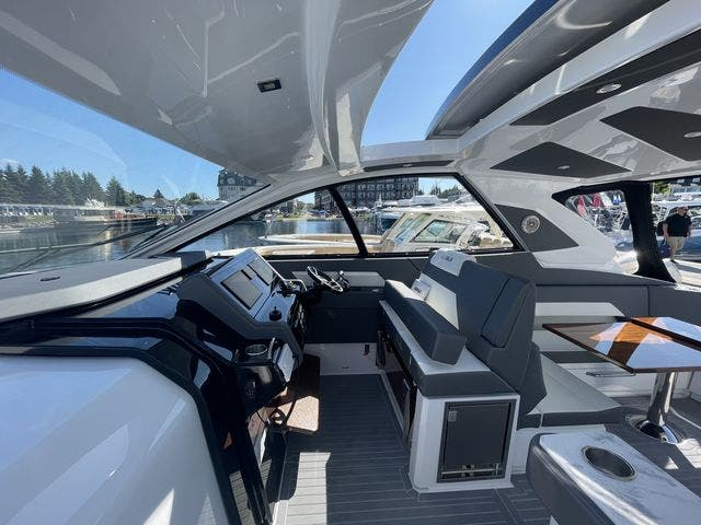 2021 Cruisers Yachts boat for sale, model of the boat is 42GLSOB & Image # 30 of 37