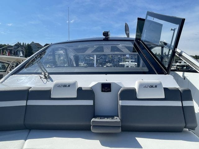 2021 Cruisers Yachts boat for sale, model of the boat is 42GLSOB & Image # 35 of 37
