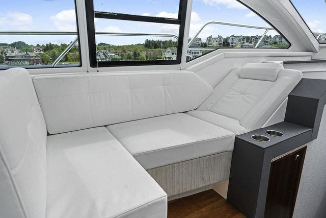 2021 Cruisers Yachts boat for sale, model of the boat is 42 CANTIUS & Image # 19 of 35