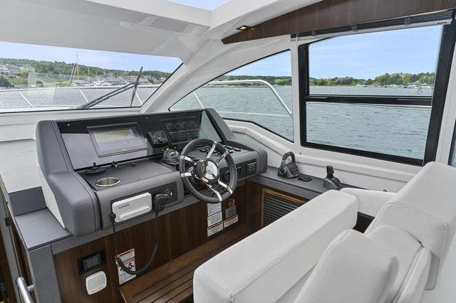 2021 Cruisers Yachts boat for sale, model of the boat is 42 CANTIUS & Image # 20 of 35