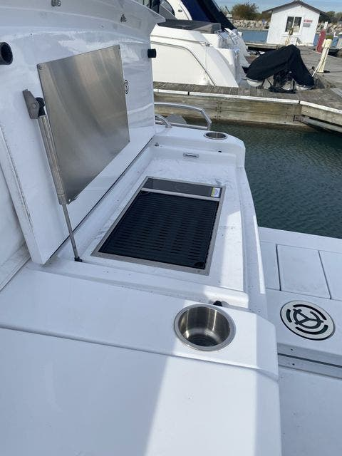 2021 Cruisers Yachts boat for sale, model of the boat is 46CANTIUS & Image # 5 of 27