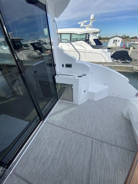 2021 Cruisers Yachts boat for sale, model of the boat is 46CANTIUS & Image # 6 of 27