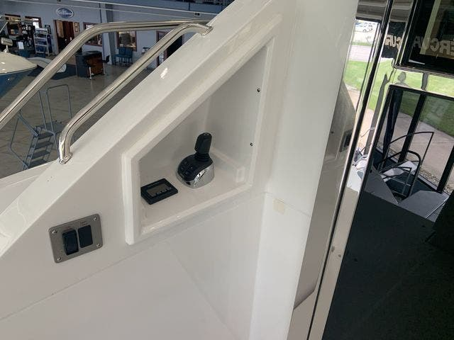 2021 Cruisers Yachts boat for sale, model of the boat is 50CANTIUS & Image # 13 of 31