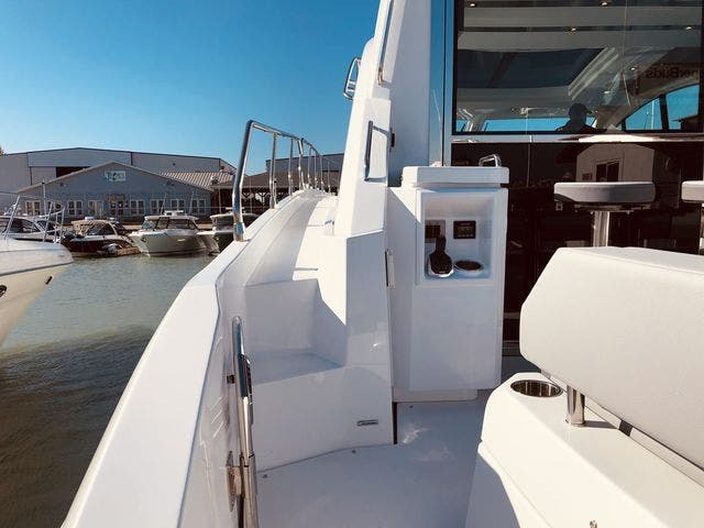 2021 Cruisers Yachts boat for sale, model of the boat is 54CANTIUS & Image # 12 of 60