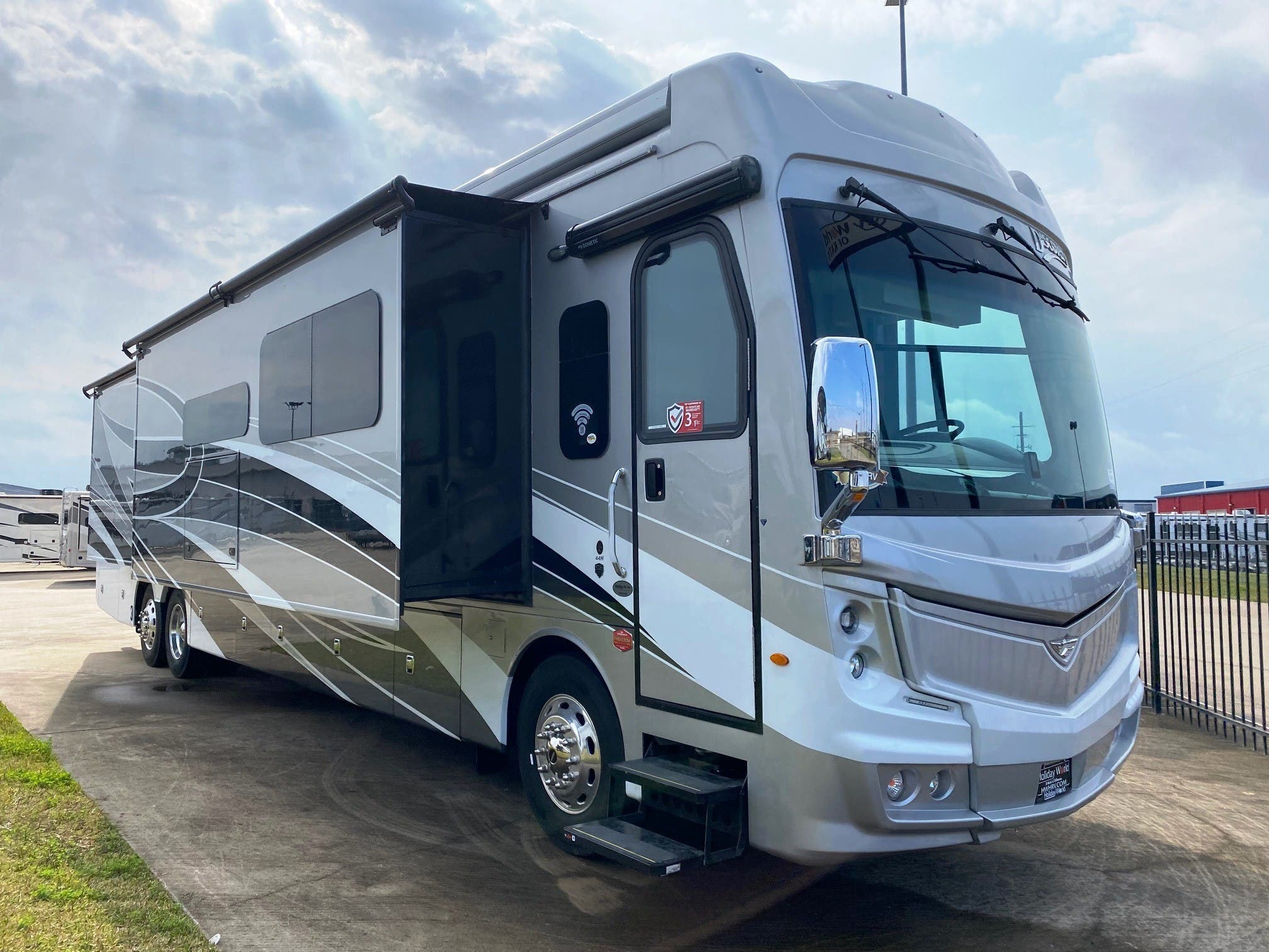 2021 Fleetwood Discovery 44h Lxe Rvs For Sale In Texas New Mexico Holiday World Rv Dealerships In Texas New Mexico
