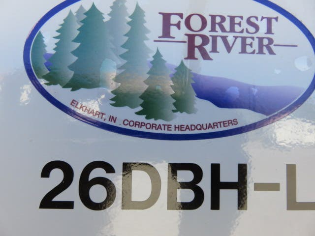 2021 Forest River Cherokee Alpha Wolf 26DBH-L Thumbnail