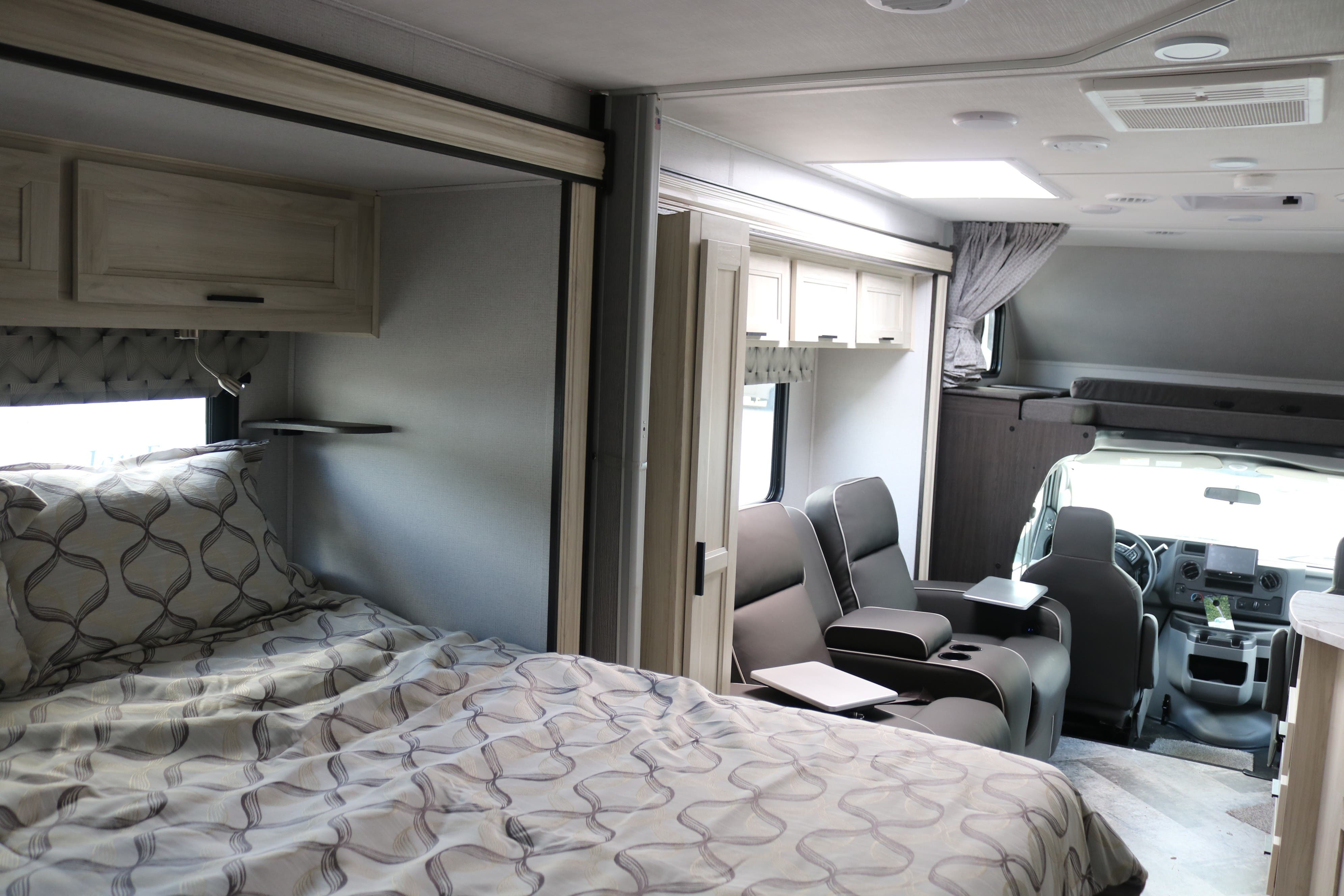 2021 Forest River Sunseeker 2440DS Thumbnail