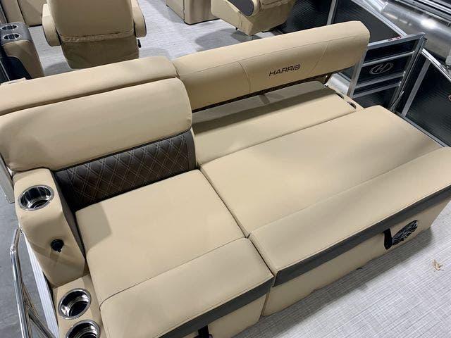 2021 Harris boat for sale, model of the boat is 230Sun/SLDH/TT & Image # 5 of 13