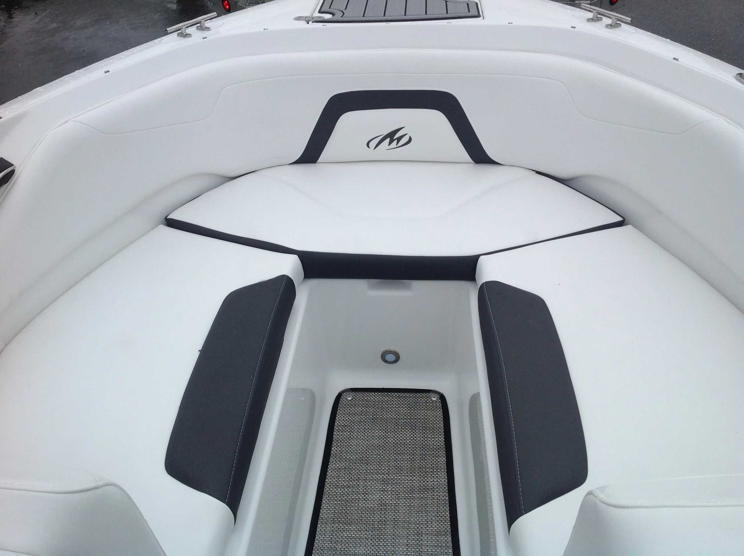 2021 Monterey boat for sale, model of the boat is 224FS & Image # 4 of 11