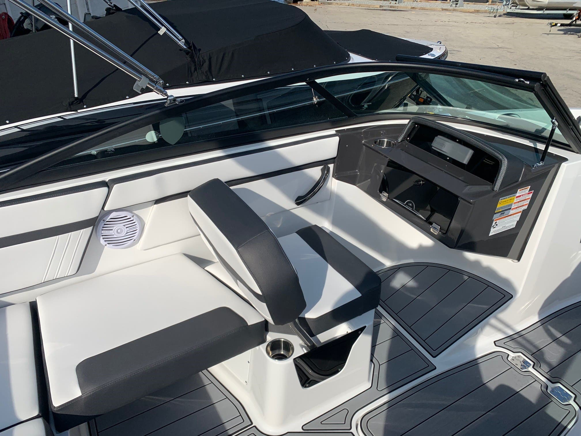 2021 Monterey boat for sale, model of the boat is M 22 & Image # 5 of 13