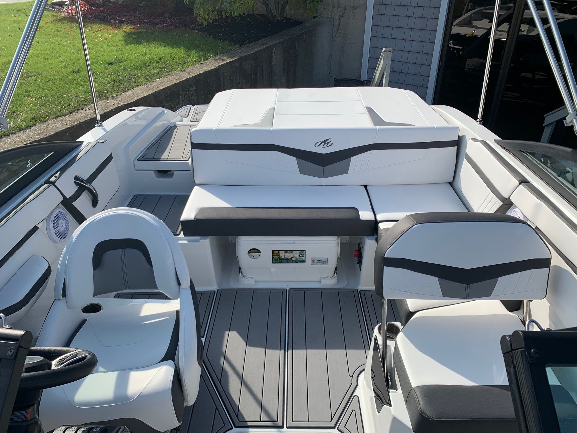 2021 Monterey boat for sale, model of the boat is M 22 & Image # 3 of 13