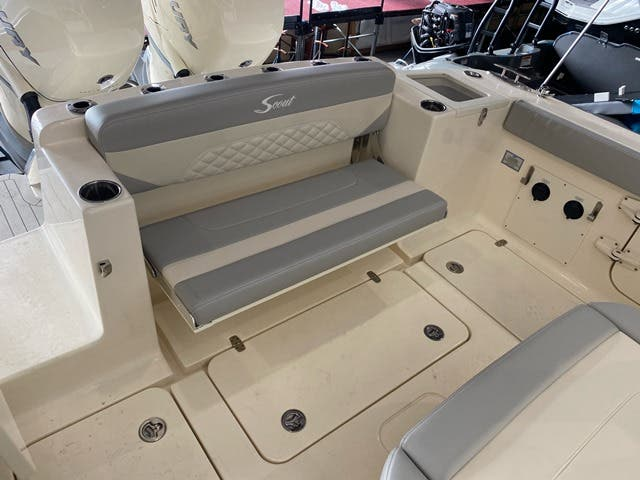 2021 Scout boat for sale, model of the boat is 330LXF & Image # 4 of 15