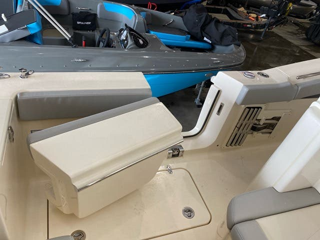 2021 Scout boat for sale, model of the boat is 330LXF & Image # 5 of 15