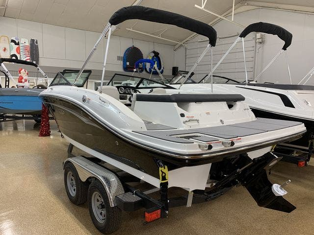 2021 Sea Ray boat for sale, model of the boat is 190SPX & Image # 3 of 12