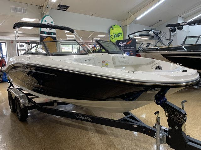 2021 Sea Ray boat for sale, model of the boat is 190SPX & Image # 4 of 12