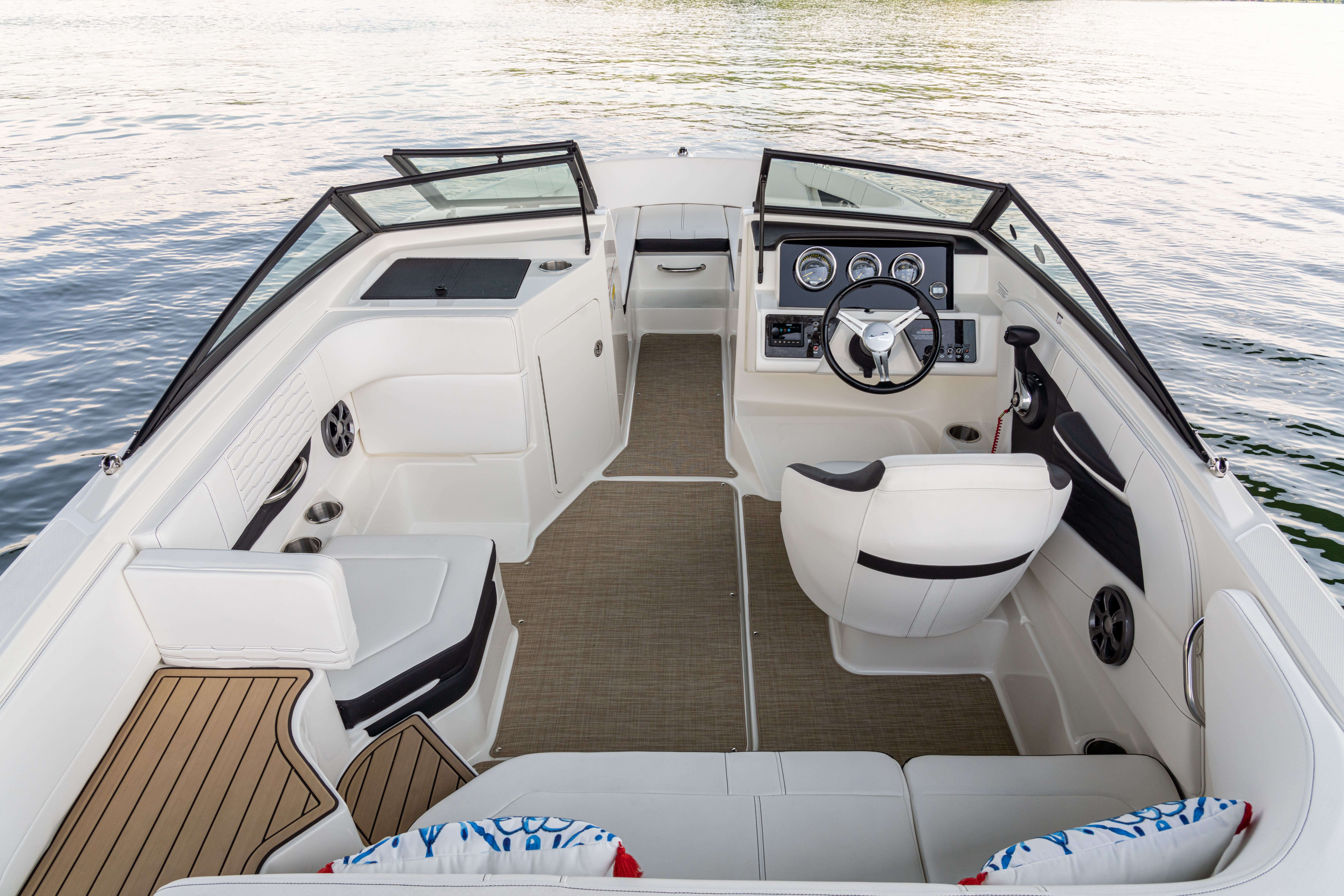 2022 Sea Ray boat for sale, model of the boat is 190SPX & Image # 5 of 7