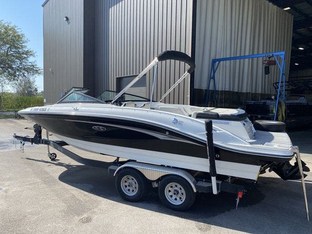 2021 Sea Ray boat for sale, model of the boat is 210SPX & Image # 3 of 13