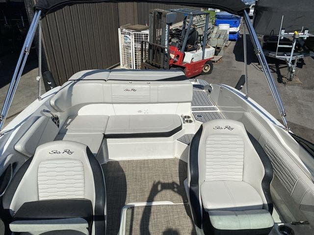 2021 Sea Ray boat for sale, model of the boat is 210SPX & Image # 4 of 13