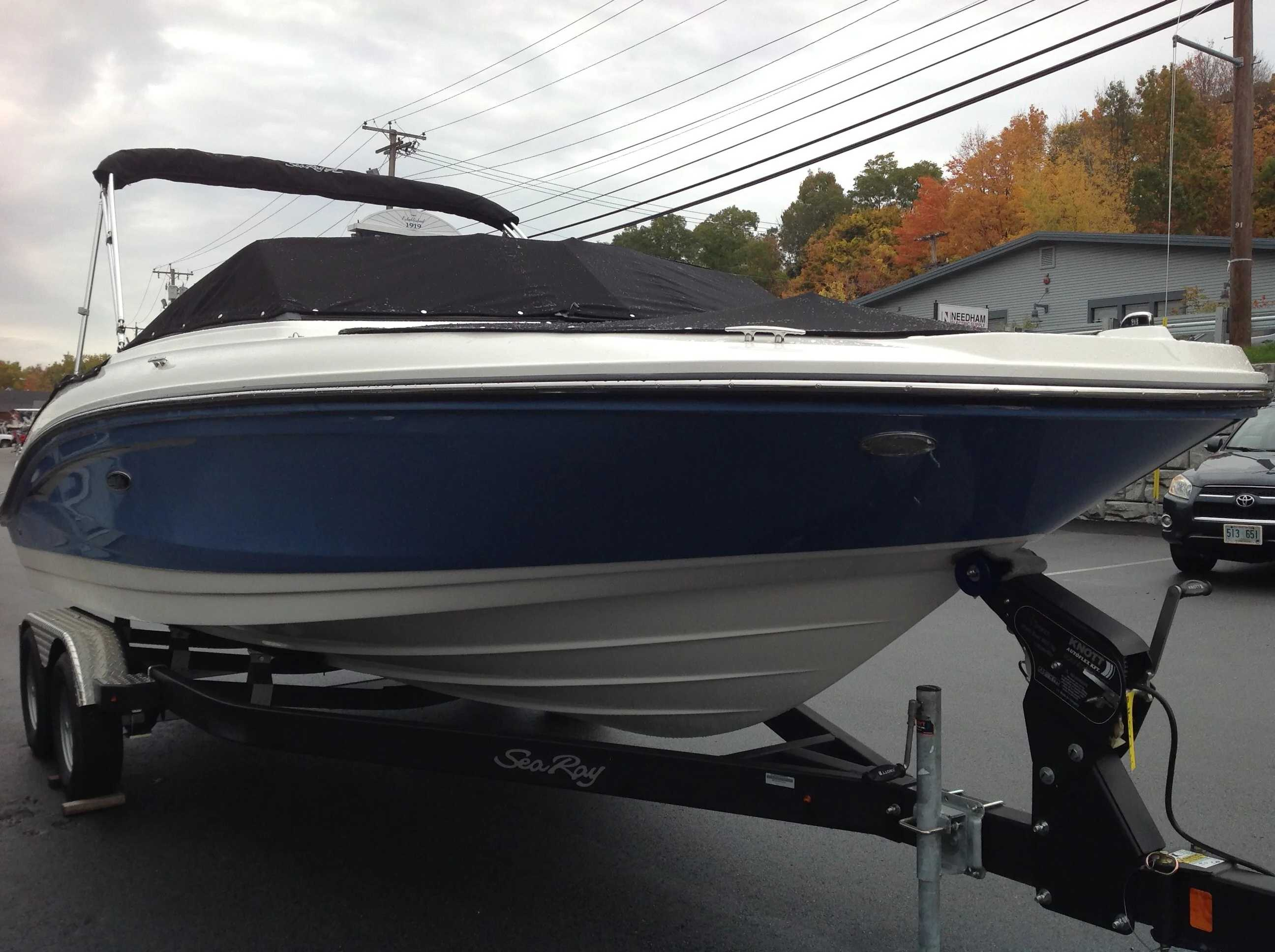 2021 Sea Ray boat for sale, model of the boat is 210 SPX & Image # 3 of 12