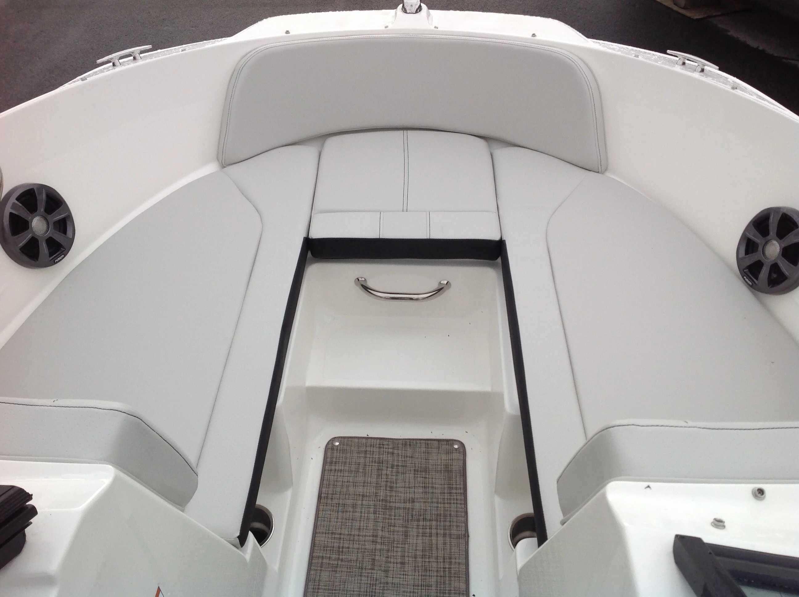 2021 Sea Ray boat for sale, model of the boat is 210 SPX & Image # 5 of 12