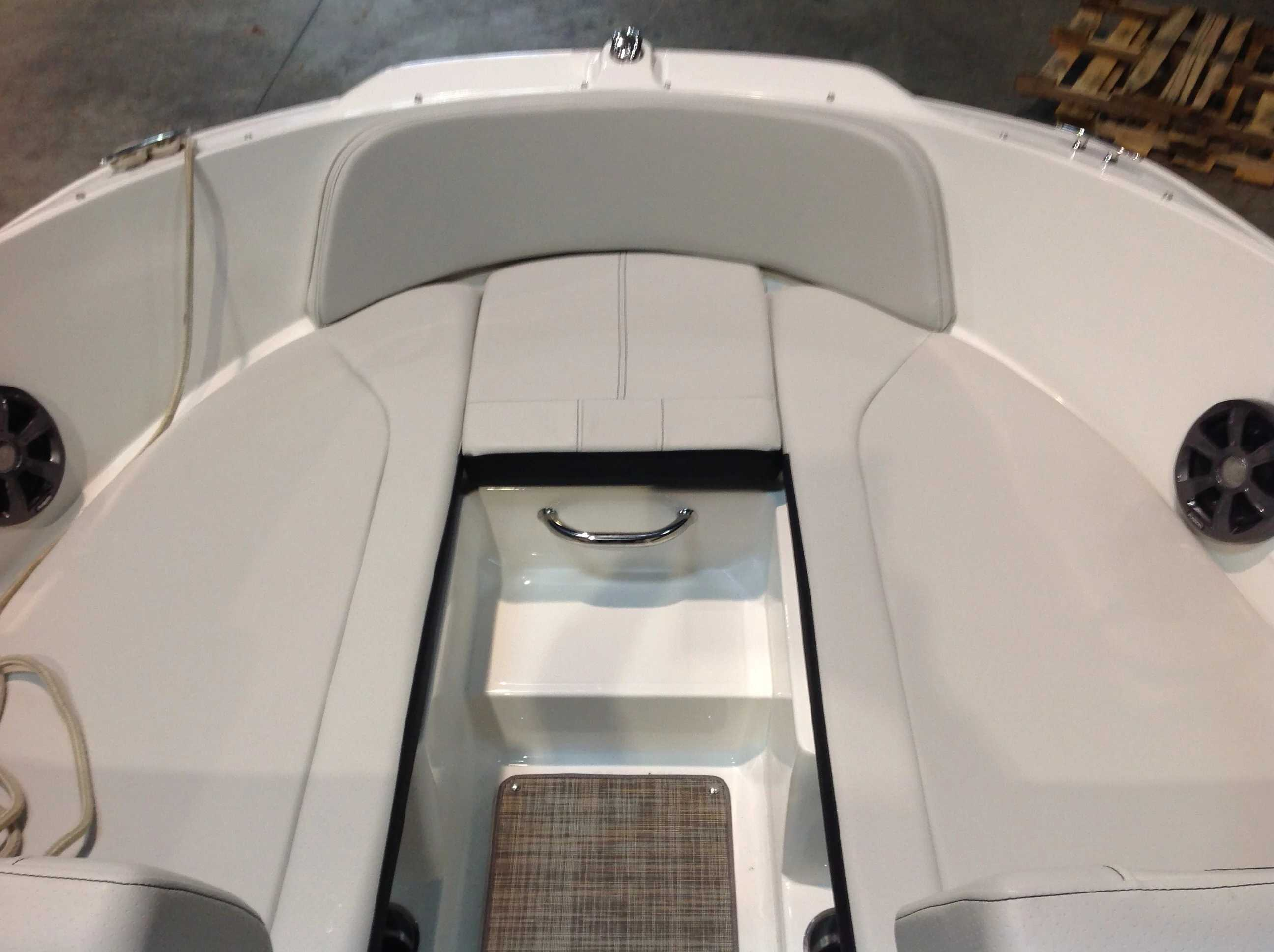 2021 Sea Ray boat for sale, model of the boat is 210 SPX & Image # 4 of 12